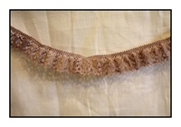 Woven Mauve Lace Trim with Scalloped Edges 20mm